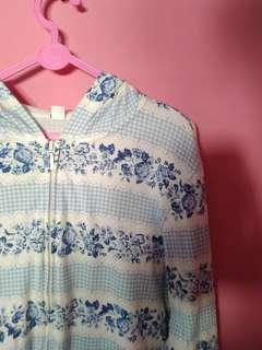 Jaket ziphoodie uniqlo floral biru putih