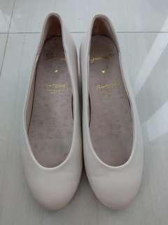 Grace Gift Biege Low Heels size 36