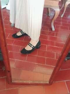 Fioni Black Mid Heels