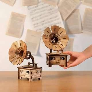 🚚 Wooden Gramophone Music Box (Pre-Order ONLY)