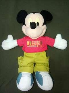 🚚 Mickey Mouse doll