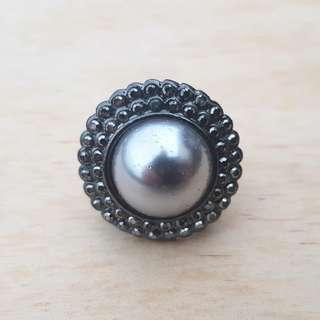 Statement Gunmetal Pearl Ring