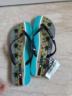 BNWT ipanema slippers
