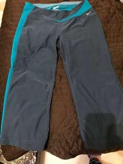 Nike crop pants size s