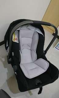 荷蘭【Nuna】Pipa 提籃式汽車安全座椅(出價含郵,自取1800)
