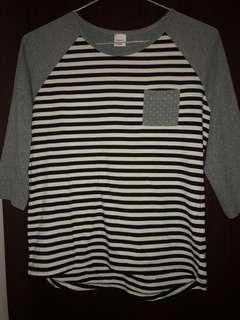 🚚 half sleeved top