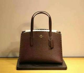 CHARLIE CARRYALL WITH RIVET COLOR : OXBLOOD STYLE NO : F32987
