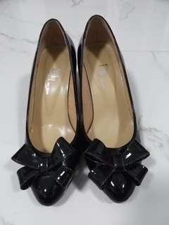 100% brand new size 35.5 low heels in black