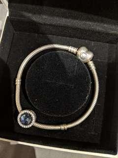 Pandora heart clasp moments bracelet 18cm with charm
