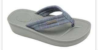 🚚 Blue Sandal