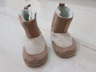 Sepatu 0-6m merk Luvable