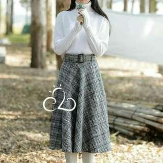 windy check skirt