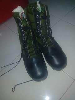 Army jungle spike boot