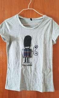 👕 灰色夏天 Summer grey toy soldier t-shirt