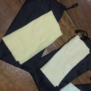 Pouch and wiper for eyeglass or sunnies