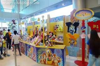 LOOKING FOR 2018 DISNEY ON ICE SOUVENIR