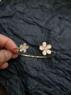 Flower Rose Gold Bangle