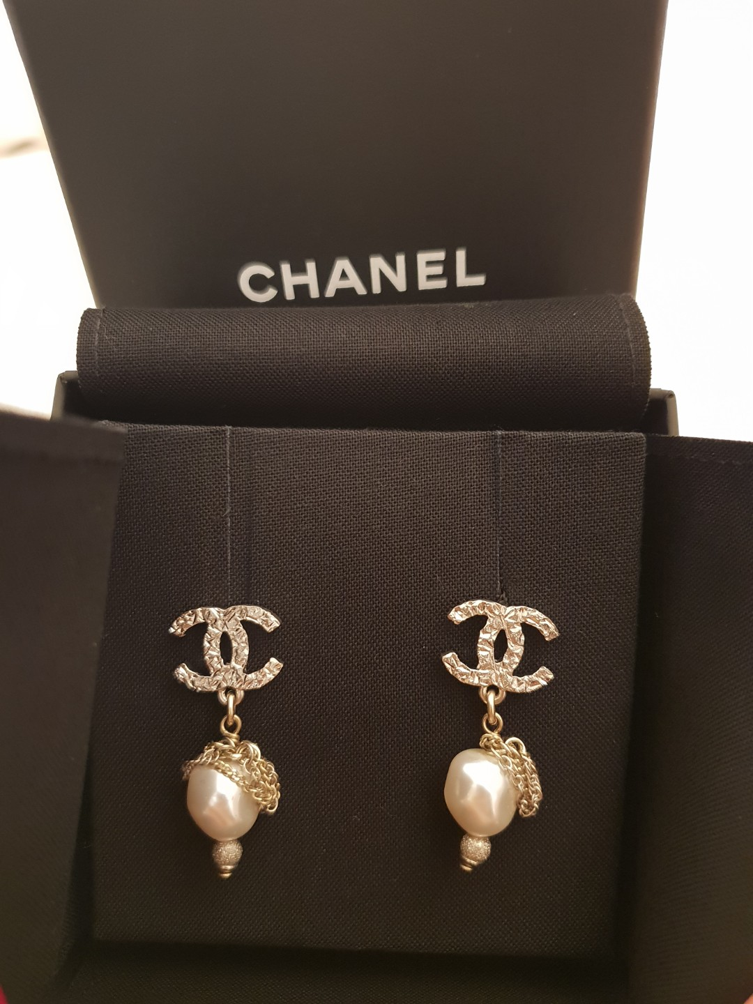 05b0690ae AUTHENTIC Brand New in box Chanel silver Double C with Dangling ...