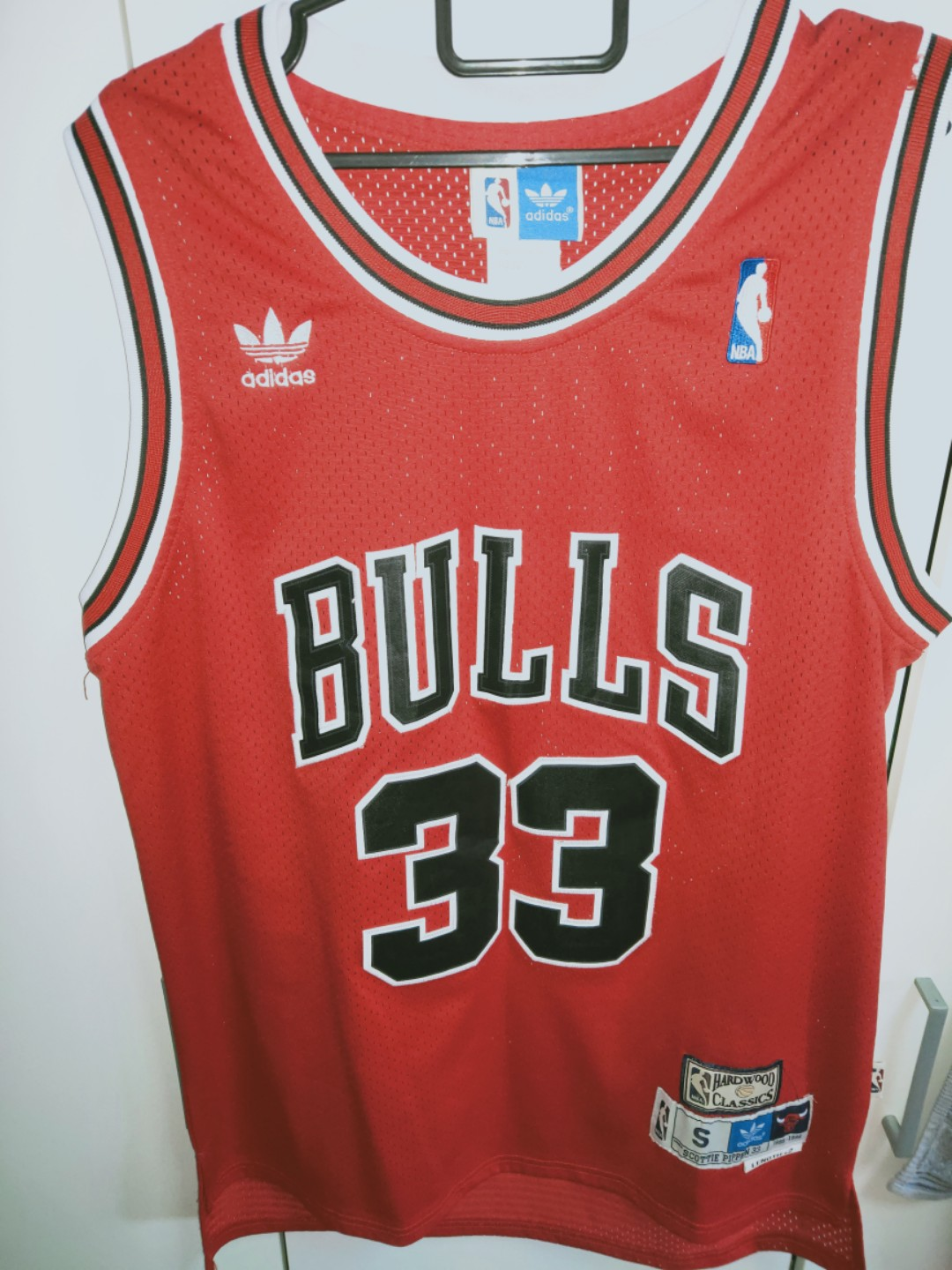 6e001abfd1b Chicago bulls scottie pippen jersey, Sports, Sports Apparel on Carousell