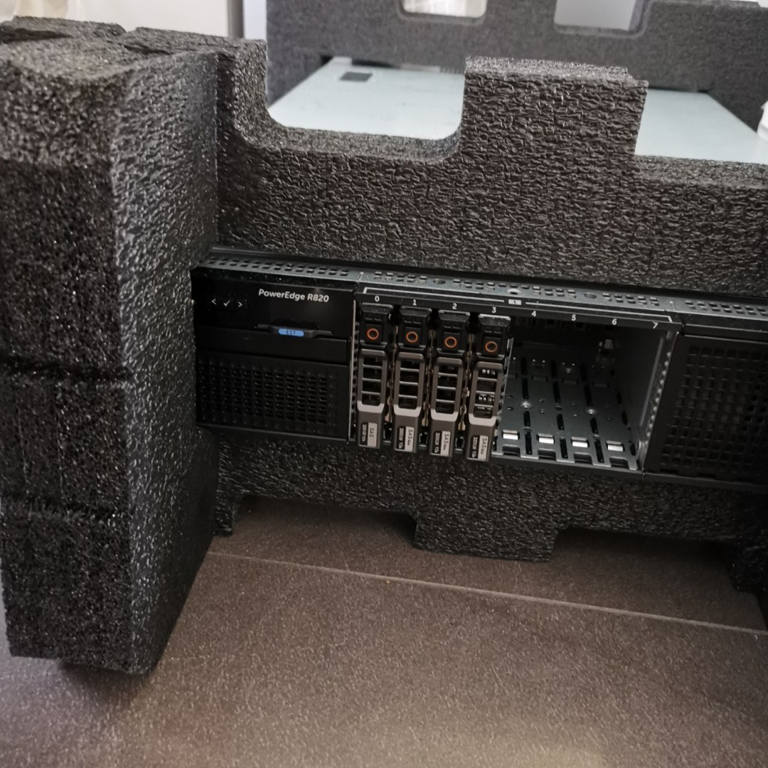 Dell R820 Rackmount Server, Quad 4 Intel Xeon E5-4657L v2