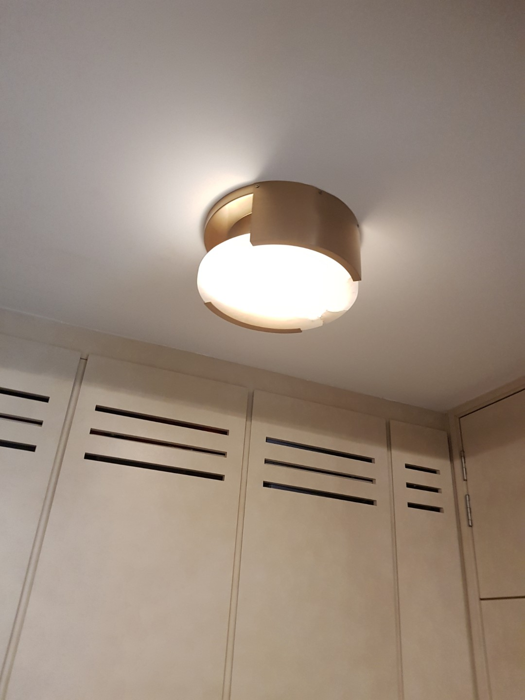 Daylight Lohas Under Cabinet Light Wireless Control Led Puck