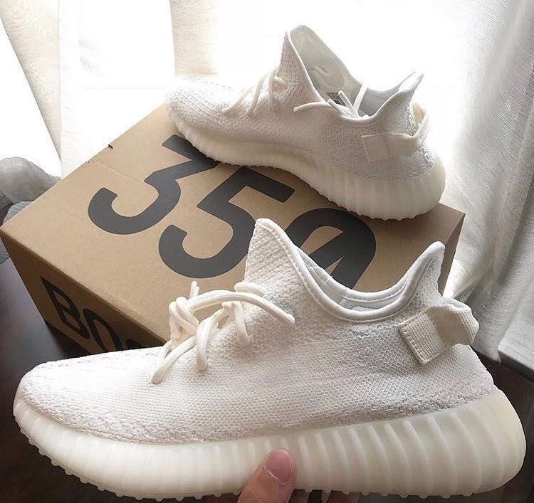 a1255c9f03fbe FEMALE) BRAND NEW YEEZY BOOST 350 V2 TRIPLE WHITE US5.5