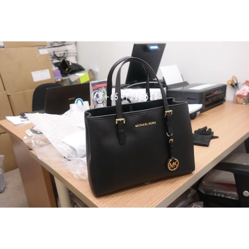 cc000578d6af Michael Kors 2-Way Jet Set Travel Medium Black 30H3GTVT8L 001, Luxury, Bags  & Wallets, Handbags on Carousell
