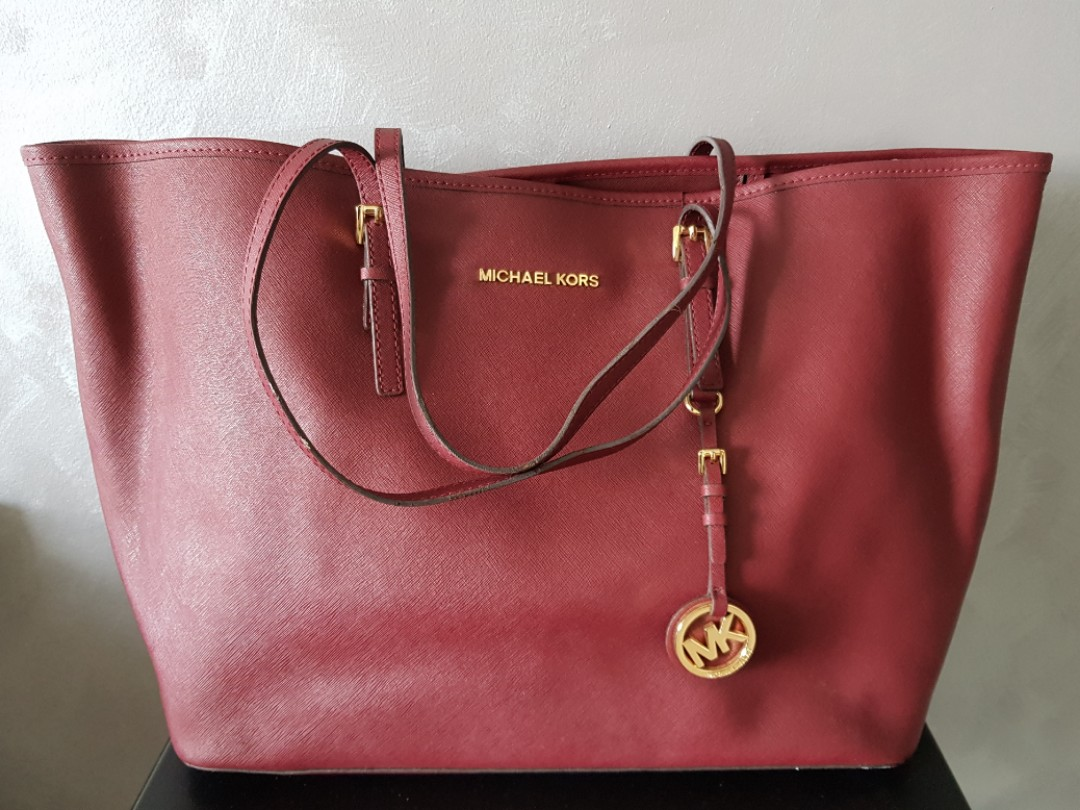 21ef6d425732 Michael Kors Tote Bag, Luxury, Bags & Wallets, Handbags on Carousell