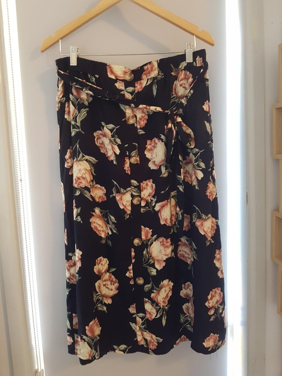 New With Tags Valleygirl Navy Blue Floral Maxi Skirt Button Up with Waist tie Sz 14