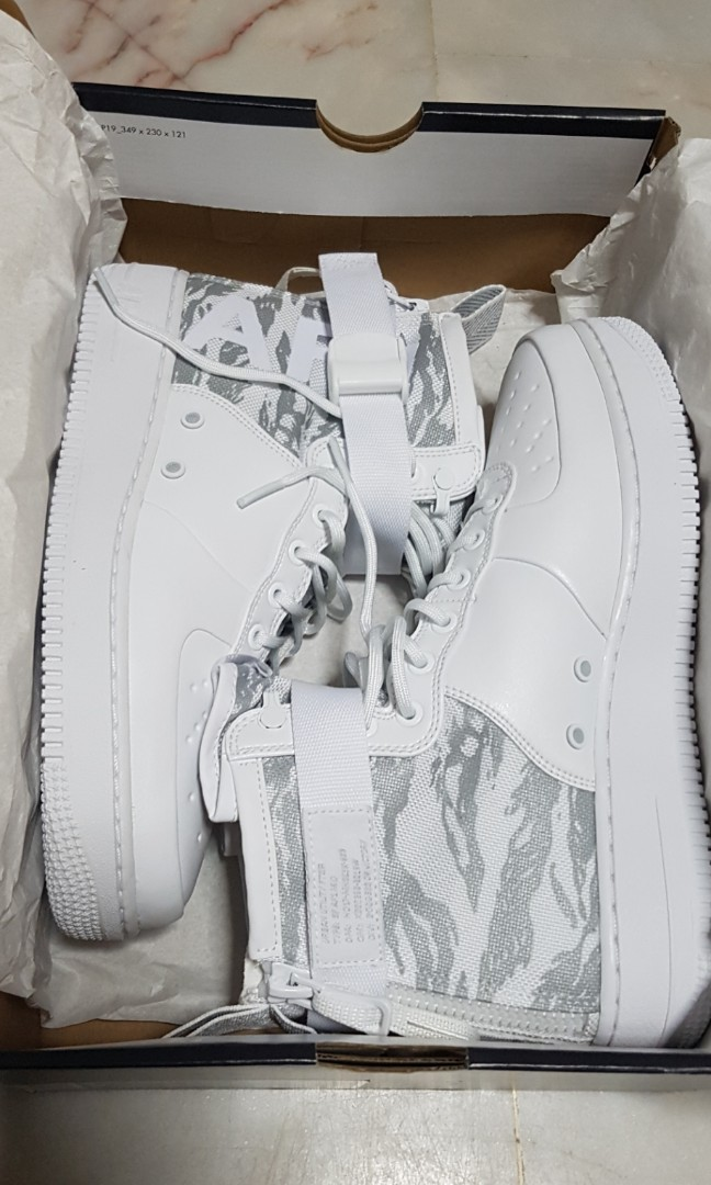 best sneakers 363ea b7f5e Nike Air Force 1 (SF AF1 MID PRM) Size US9
