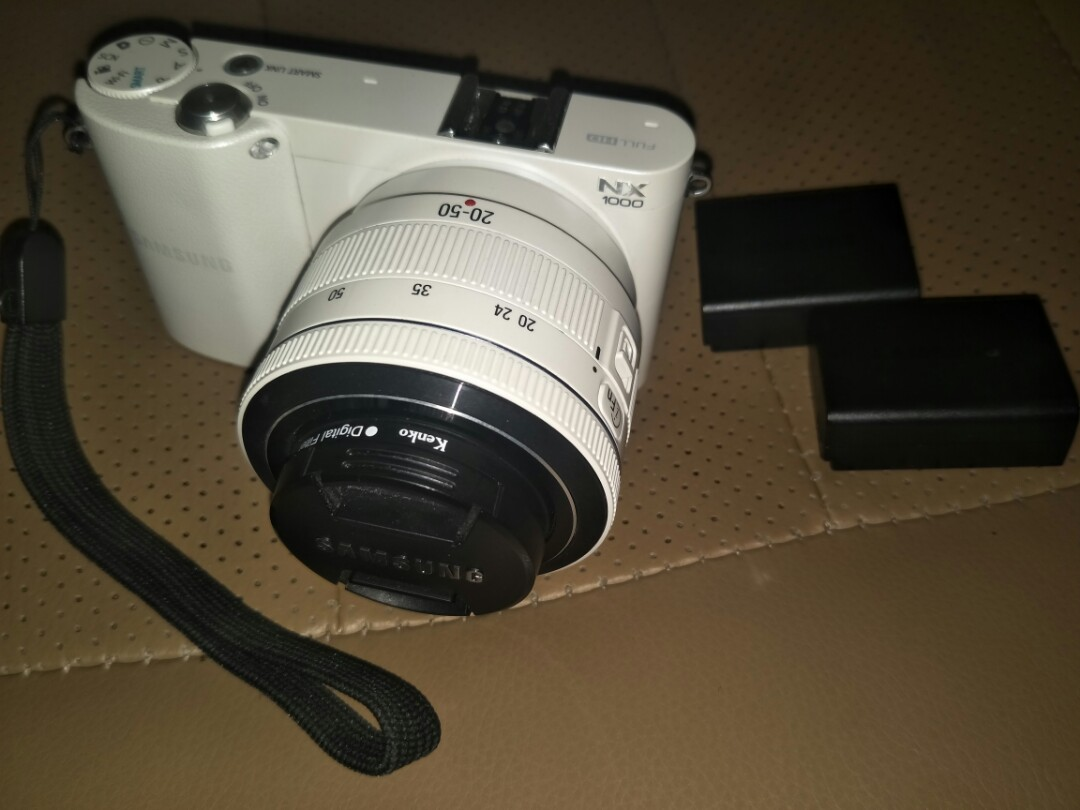 Samsung NX1000 body and lens