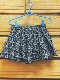 🚚 M號圖騰短裙