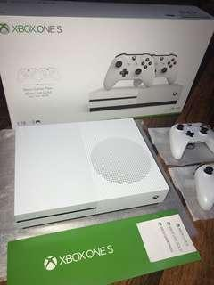 XBOX ONE S 1 TB + 2 CONTROLLER (NEW)