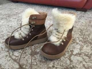 UGG Viki winter boots - NEARLY new