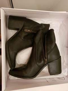 STEVE MADDEN PEACH AnKLE BOOTS