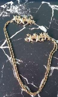 Gold-colored Hair Accessory