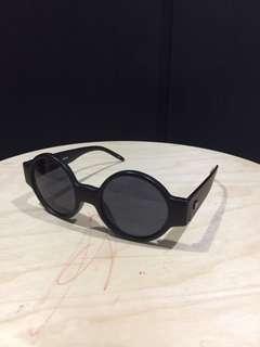 Le Specs Sunglasses Roundish (Matte frame)