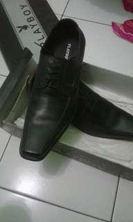 Sepatu merk playernya boy