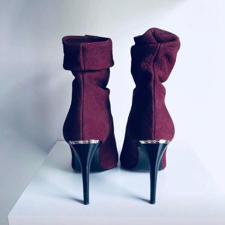 $1100 Burberry deerskin burlison boots size 36 / 6