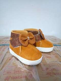 Sepatu boot beludru