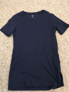Navy uniqlo T-shirt