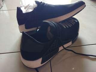 Sepatu Human Race