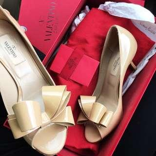 Valentino nude bow patent leather pumps size 36 / 6