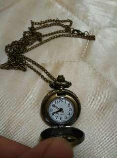 Vintage look pocket watch quartz