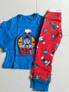 Clearance Thomas pyjamas size 3y(fit 1y)