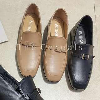 TC3271 Korea Buckle Loafer (Khakis,Black)