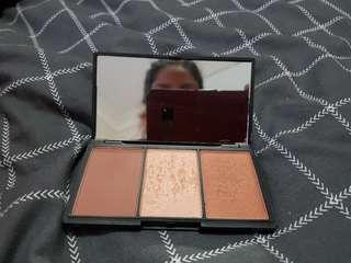 Sleek face form contour kit in medium