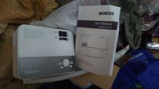WiMiUS RI LED Projector 迷你支援高清投影機 HDMI USB SD-TF VGA AV 遊戲機 電腦 戲院影碟