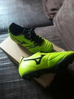 Mizuno soccer shoes for boys