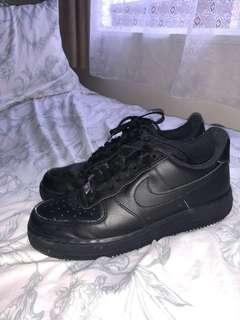 Near NEW - Nike Air Force 1 BLACK